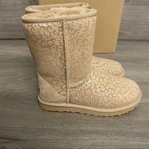 UGG   Classic Short Snow Leopard Amphora Boots 9